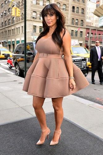 kim-kardashian-pregnant-fashion-style16-910399_H110350_L
